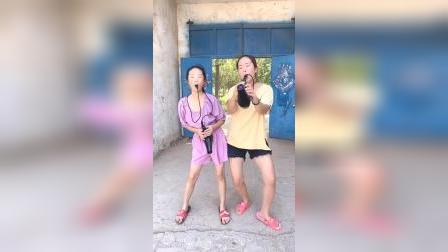亲子趣事:姐姐和妈妈用吹风机给大家表演