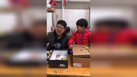 童年的旋律:哥哥又来和弟弟一起做游戏啦