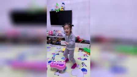 童年趣事:小舞蹈跳的不错吧