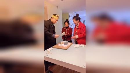 #生日快乐 切个蛋糕真墨迹,还要我来教你