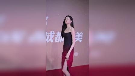江疏影樱桃渐变抹胸裙