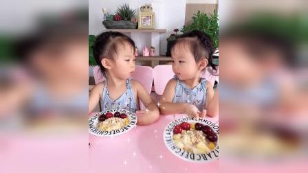 姐俩最爱的水果捞,拌点酸奶和麦片特别爱吃
