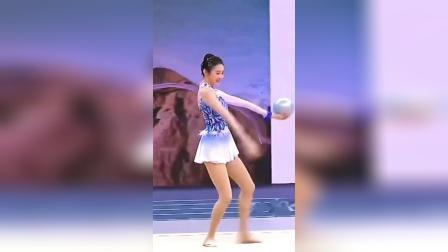 张艺凡芭蕾舞跳的好,体操更是惊艳四座
