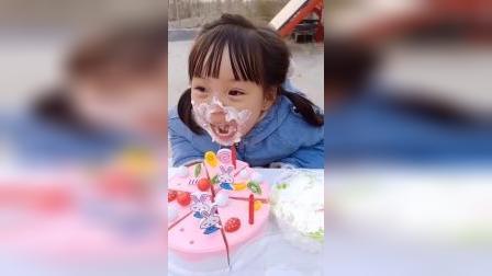 童年小趣事动画片:美味蛋糕,看小宝贝吃的