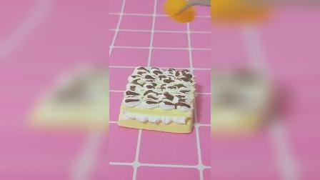 仿真食玩蛋糕:奶油夹心蛋糕