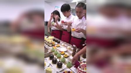 蛋糕面包培训学校学员上课实拍.杭州西点蛋糕培训学校