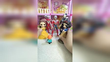 童年趣事:坎迪来参加白雪公主和贝儿公主的生日party