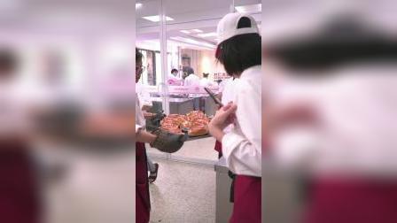 杭州面包培训学校哪里好?杜仁杰烘焙学校学员上课实拍