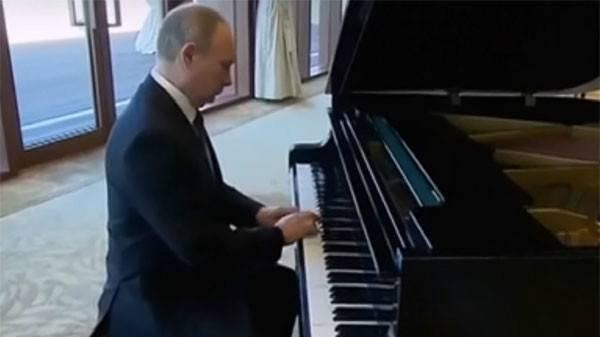 """还有什么是普京不会的?普京现场弹奏钢琴曲""""喀秋莎"""""""