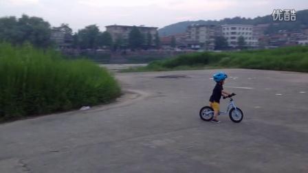 三岁半 玩PUKY平衡车